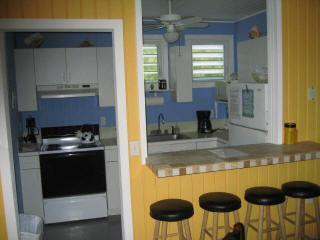 3BR, upper Apart., Fully Equipped Kitchen